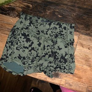 Lululemon spandex shorts in amazing condition
